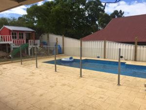 Semi frameless / aluminium fence mix