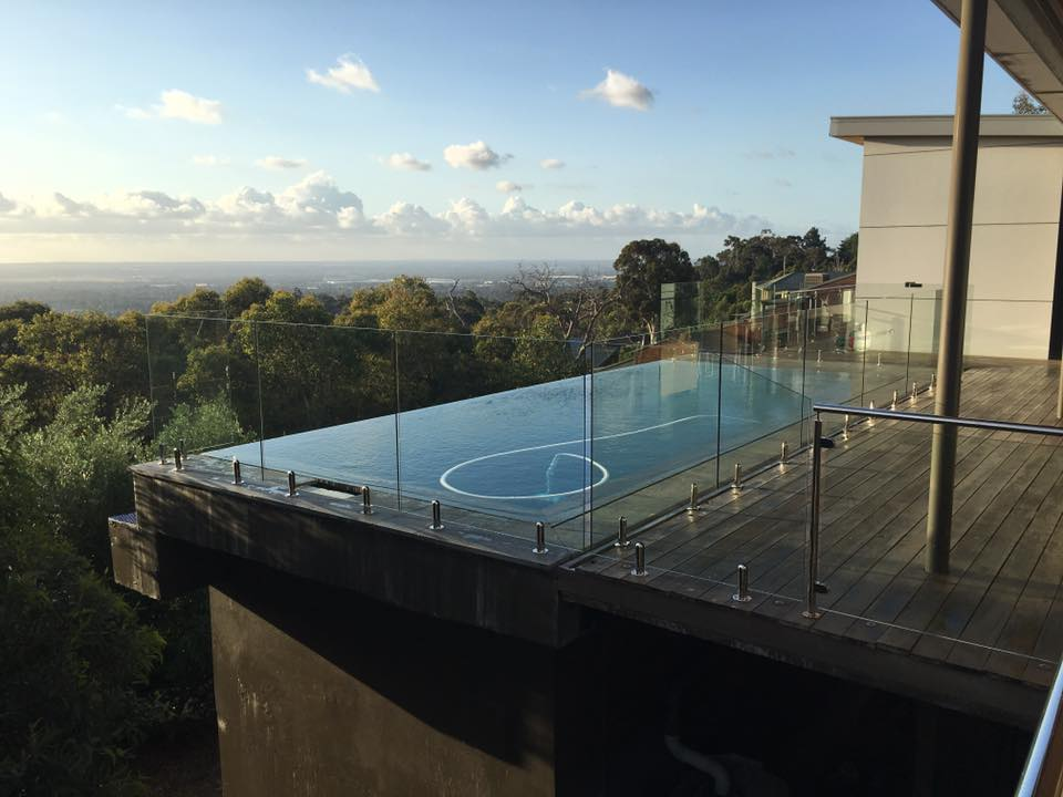 Kalumunda glass pool fencing sorrento glass projects for Glass pool fences
