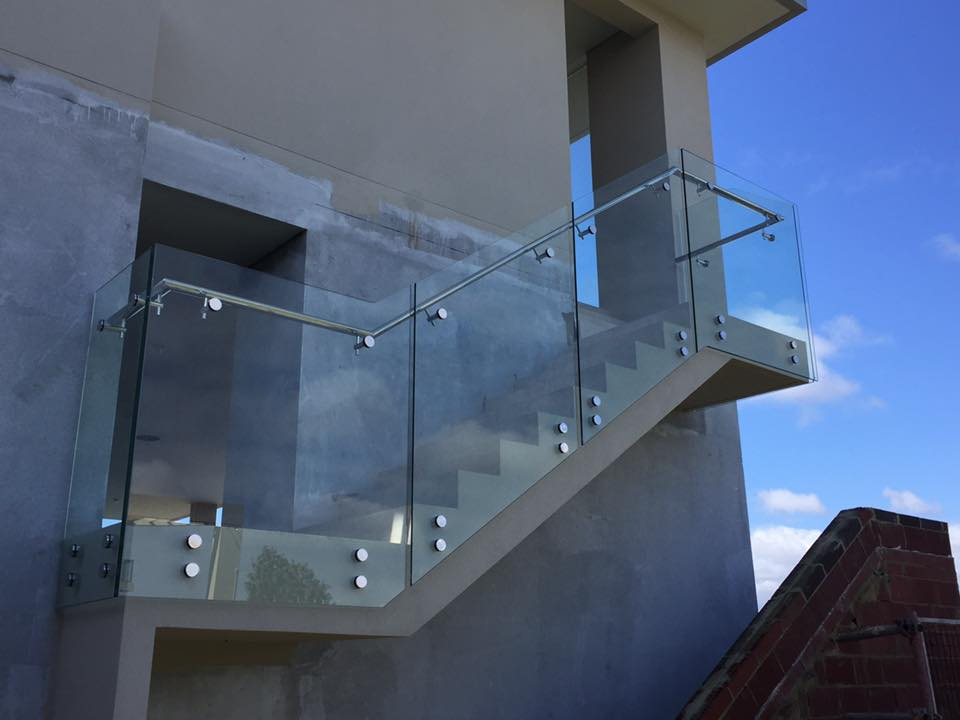 Nedlands - Outdoor glass balustrading