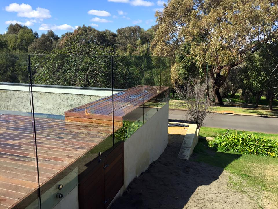 Face fixed glass for pool fencing