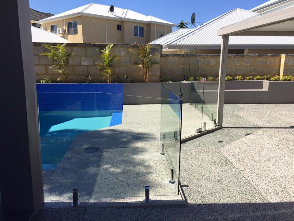 Hillarys Frameless With Hydraulic Soft Close Gate
