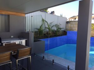 Hillarys - Frameless with hydraulic soft close gate
